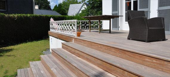 Escalier en bois avec acc s jardin dj cr ation for Escalier terrasse exterieur jardin