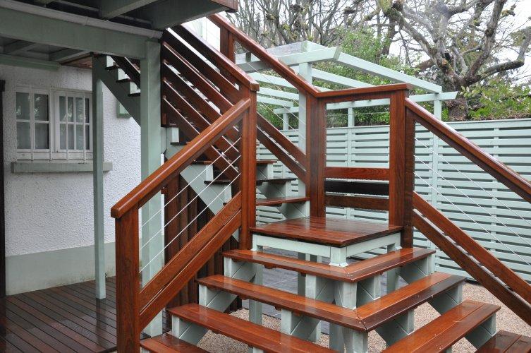 escalier bois exotique dj cr ation. Black Bedroom Furniture Sets. Home Design Ideas