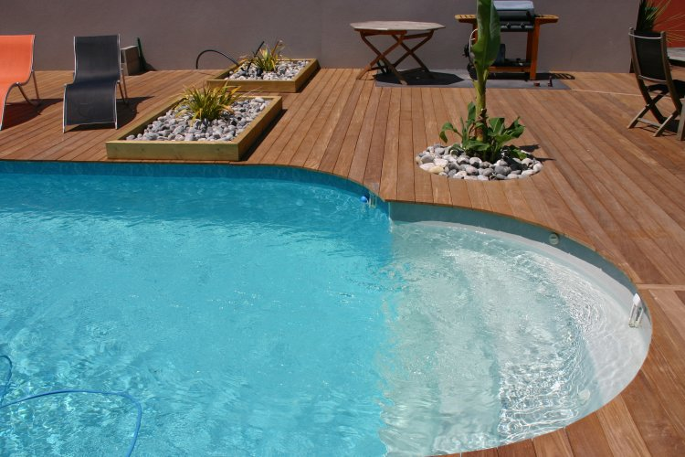 Entourage piscine ext rieur en bois dj cr ation for Entourage piscine design