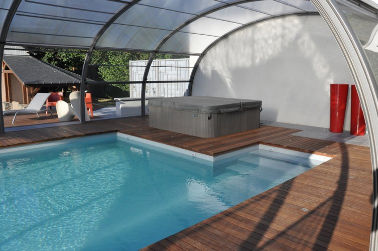 bordure piscine en bois