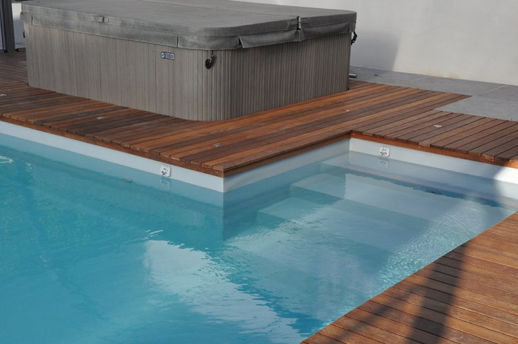 bordure piscine en bois
